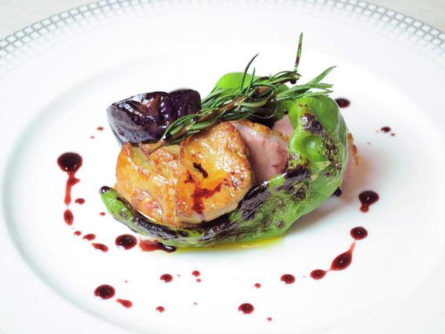シャラン産鴨ロースのアロスト 半田さんのお茄子と万願寺唐辛子のグリル ポルト酒のソースで(コースのメイン料理)